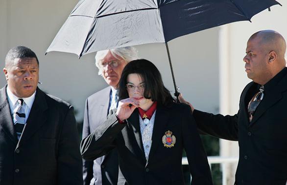 Michael Jackson bị cáo buộc ấu dâm: cựu cận vệ nói ông hoàng thích phụ nữ! - Ảnh 3.