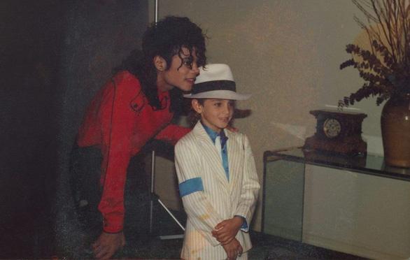 Michael Jackson bị cáo buộc ấu dâm: cựu cận vệ nói ông hoàng thích phụ nữ! - Ảnh 1.