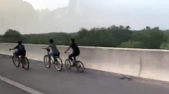 Nguy cơ tai nạn trên đường cao tốc - Ảnh 2.