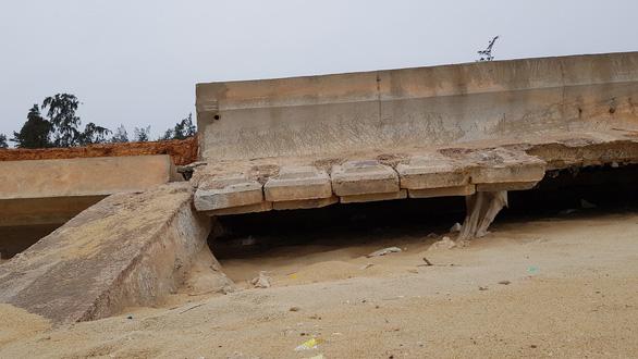 Kè biển Tam Quan 80 tỉ đồng đổ sập: chỉ xin rút kinh nghiệm - Ảnh 3.