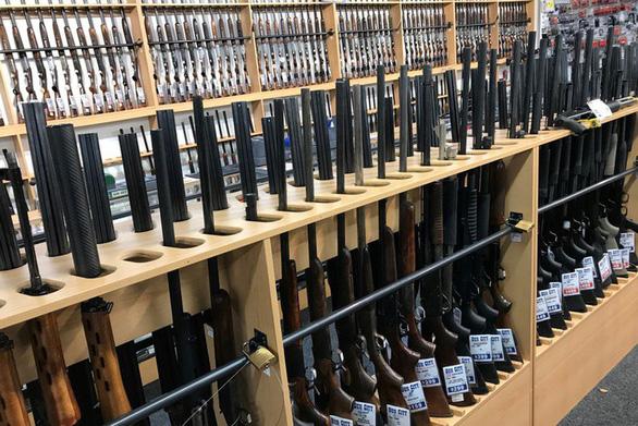 New Zealand bắt đầu cấm bán súng bán tự động, súng trường - Ảnh 2.
