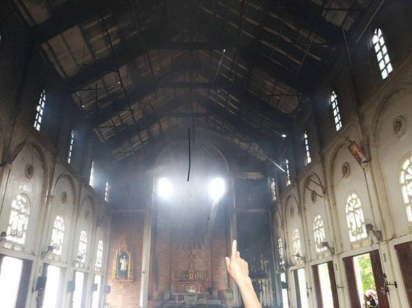 Cháy nhà thờ rộng hàng trăm mét vuông ở Hà Tĩnh - Ảnh 1.