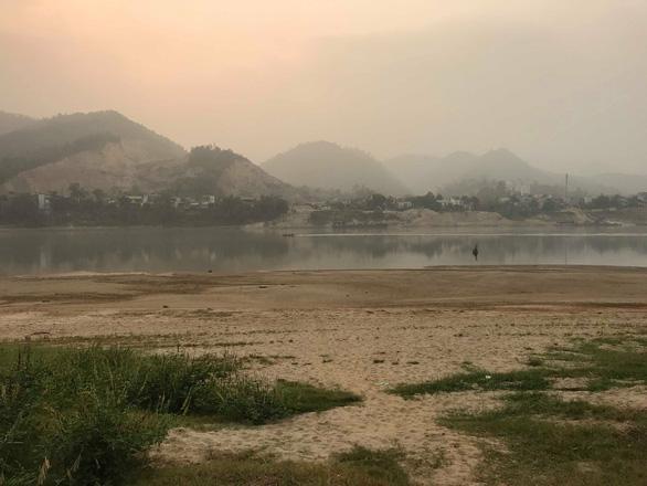 Vụ 8 học sinh đuối nước trên sông Đà: Người đàn ông đối mặt với tử thần - Ảnh 1.