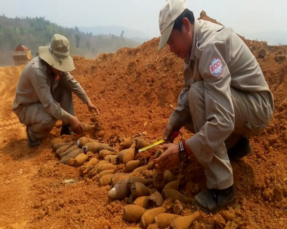Đào rẫy trồng chuối, thấy cả trăm quả đạn pháo - Ảnh 2.