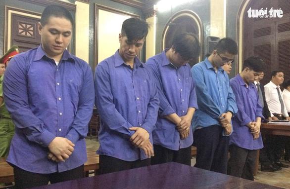 CSGT gọi côn đồ đánh chết người bị tuyên phạt 12 năm tù - Ảnh 1.