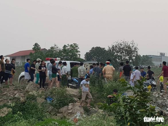 Rủ nhau tắm sông Đà, 8 học sinh chết đuối thương tâm - Ảnh 12.