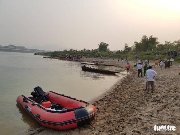 Rủ nhau tắm sông Đà, 8 học sinh chết đuối thương tâm - Ảnh 7.