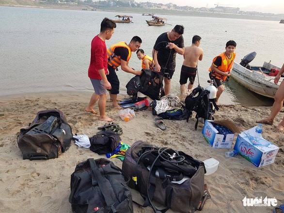 Rủ nhau tắm sông Đà, 8 học sinh chết đuối thương tâm - Ảnh 10.