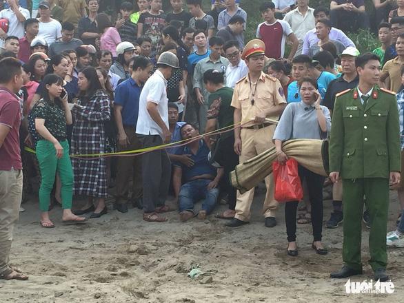 Rủ nhau tắm sông Đà, 8 học sinh chết đuối thương tâm - Ảnh 3.