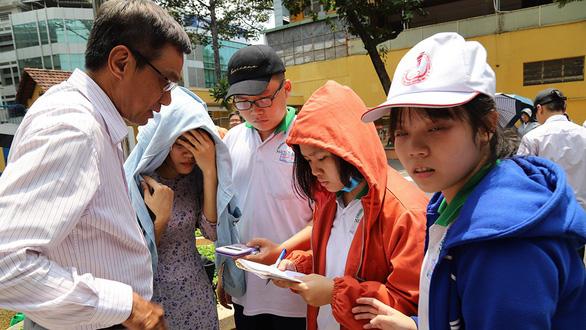 Hơn 200 học sinh TP.HCM háo hức tự tay đo chu vi Trái đất - Ảnh 4.