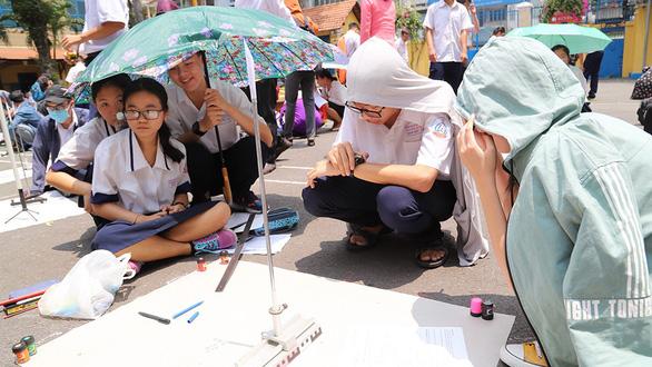 Hơn 200 học sinh TP.HCM háo hức tự tay đo chu vi Trái đất - Ảnh 6.