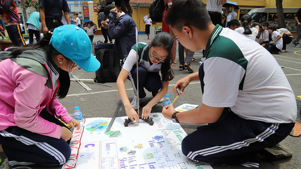 Hơn 200 học sinh TP.HCM háo hức tự tay đo chu vi Trái đất - Ảnh 1.