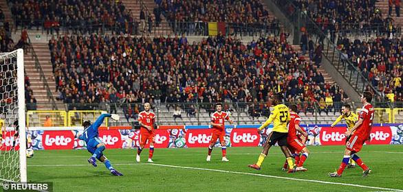Hai lần bắn hạ gấu Nga, Eden Hazard giúp Bỉ có 3 điểm đầu tiên - Ảnh 2.
