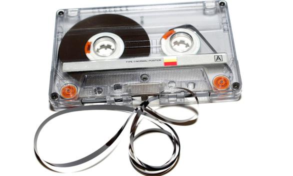 Tưởng đã xếp xó, bỗng nhiên mà cassette và đĩa than kéo nhau quay lại - Ảnh 1.