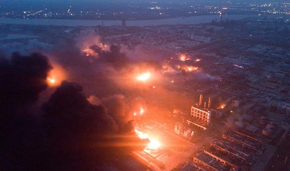 Nổ nhà máy hóa chất ở Trung Quốc, 62 người chết - Ảnh 1.
