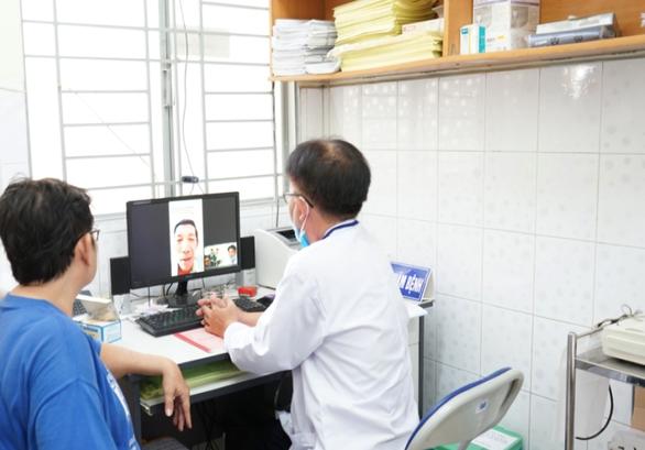 Bác sĩ tuyến trên hội chẩn qua ứng dụng y tế - Ảnh 1.