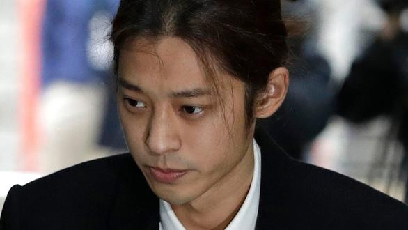 Bắt sao K-pop Jung Joon Young vì phát tán video sex của nhiều phụ nữ - Ảnh 1.