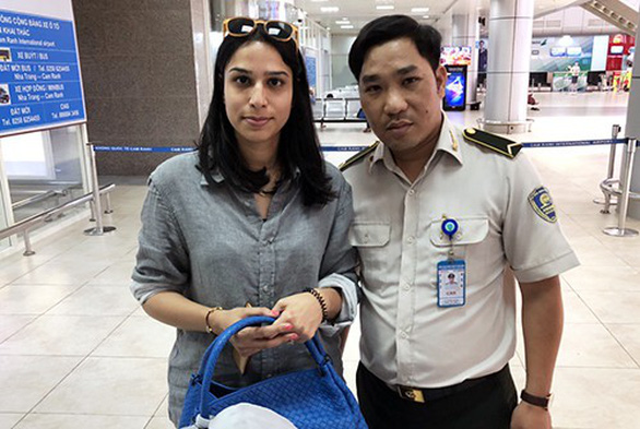Nhân viên an ninh sân bay trả lại 100 triệu cho hành khách Ấn Độ - Ảnh 1.