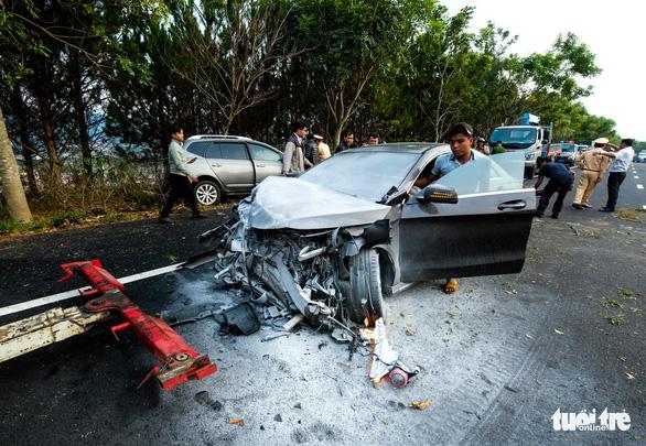 Xe lao qua làn ngược chiều trên đường cao tốc tông chết người - Ảnh 4.