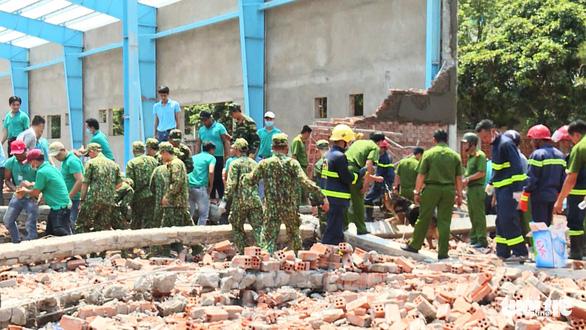 Khởi tố vụ án sập tường đang thi công làm 6 người chết ở Vĩnh Long - Ảnh 1.