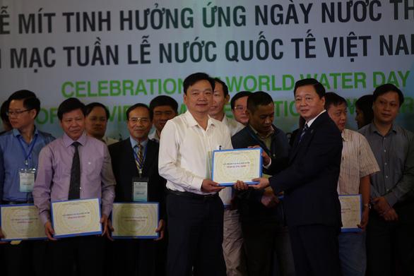 Việt Nam đang suy giảm nguồn nước do khai thác quá mức - Ảnh 1.