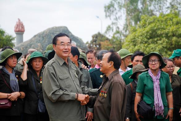 Dâng hương tưởng niệm 99 liệt sĩ thanh niên xung phong TP.HCM - Ảnh 5.