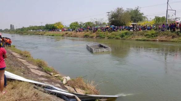 Xe nghi chở lao động Việt gặp nạn ở Thái Lan, ít nhất 9 người chết - Ảnh 1.