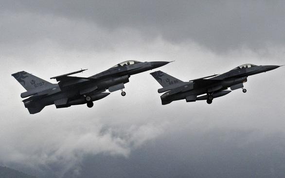 Vừa nghe Mỹ bán tiêm kích F-16 cho Đài Loan, Trung Quốc phản đối mạnh mẽ - Ảnh 1.