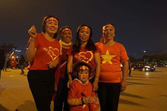 Vác du thuyền đi cổ vũ đội tuyển U23 Việt Nam - Ảnh 3.