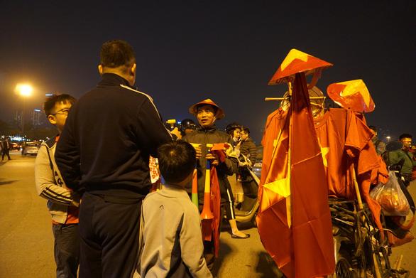 Vác du thuyền đi cổ vũ đội tuyển U23 Việt Nam - Ảnh 5.