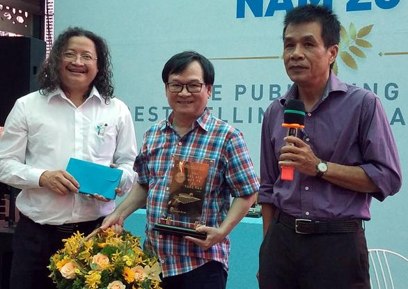 Cho tôi xin một vé đi tuổi thơ của Nguyễn Nhật Ánh vượt 400.000 bản - Ảnh 1.