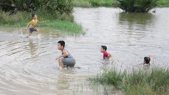 Làm gì để bảo vệ trẻ khỏi tai nạn sông nước? - Ảnh 1.