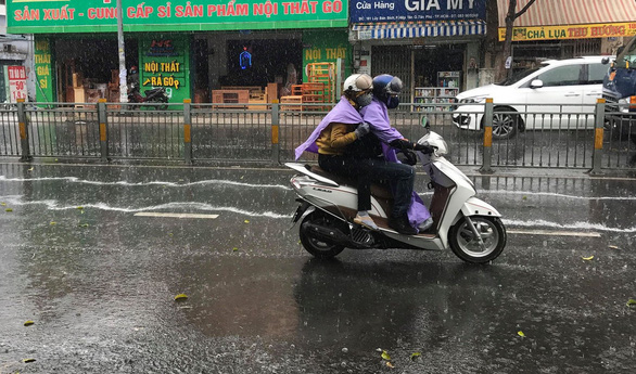 Bắc Bộ rét, Nam Bộ lại nắng nóng sau mưa trái mùa - Ảnh 1.