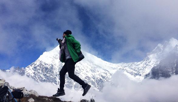 Mỗi năm dành một chuyến đi chơi thật xa. Ảnh chụp ở dãy Hymalaya (Nepal)