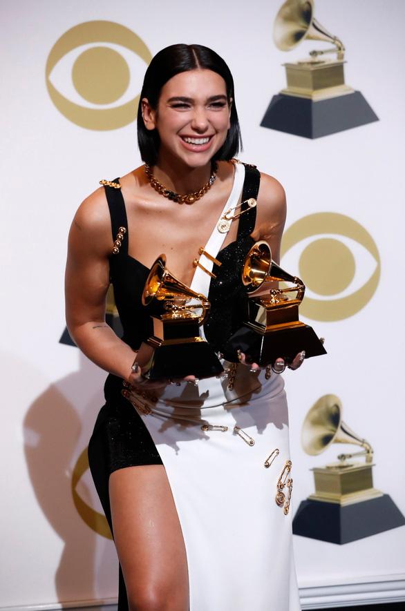 Nghệ sĩ vừa đoạt Grammy trình diễn chung sân khấu với Đông Nhi, Trấn Thành - Ảnh 1.