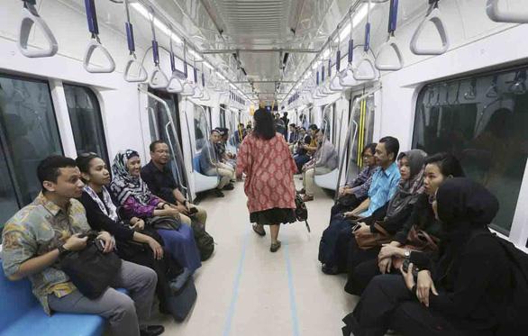 Metro: văn hóa giao thông mới ở Indonesia - Ảnh 1.