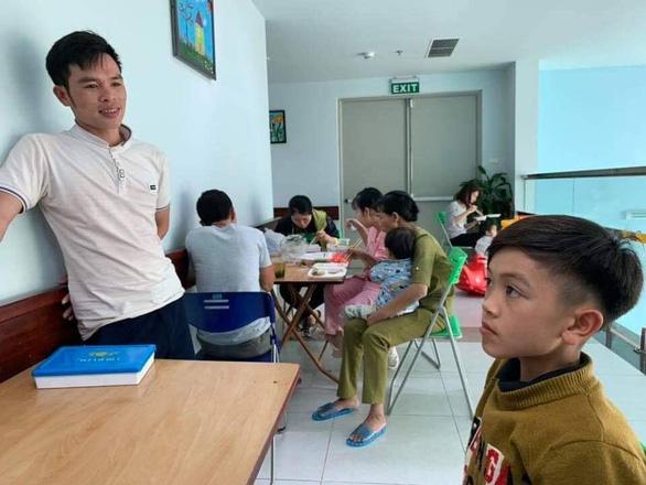 Cậu bé 13 tuổi đạp xe hơn 100km từ Tây Bắc về Hà Nội thăm em - Ảnh 3.