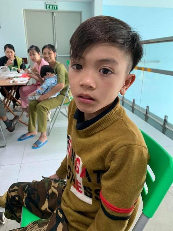 Video cậu bé 13 tuổi đạp xe 100km từ Sơn La về Hà Nội thăm em trong đêm - Ảnh 2.