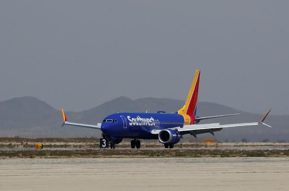 Boeing 737 MAX 8 hạ cánh khẩn cấp ở Mỹ vì lỗi động cơ - Ảnh 1.
