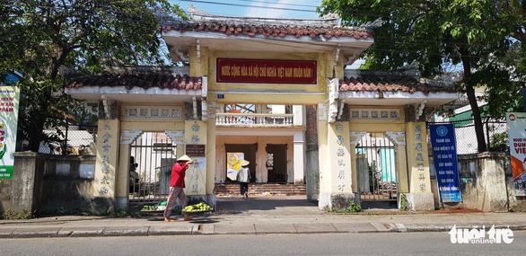 Nơi cụ Phan Bội Châu từng đứng diễn thuyết đang bị tháo dỡ - Ảnh 1.