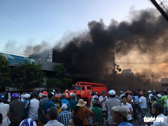 Tiền Giang: Cháy lớn tại cửa hàng xe gắn máy, nhiều xe bị thiêu rụi - Ảnh 3.