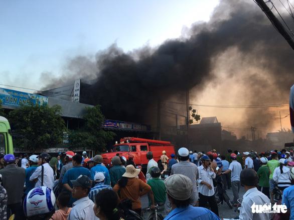 Tiền Giang: Cháy lớn tại cửa hàng xe gắn máy, nhiều xe bị thiêu rụi - Ảnh 2.