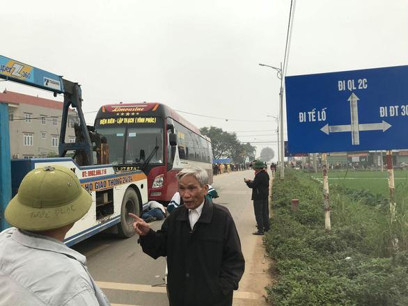 Tai nạn thảm khốc giữa xe khách và đoàn đưa tang: 7 người chết - Ảnh 4.