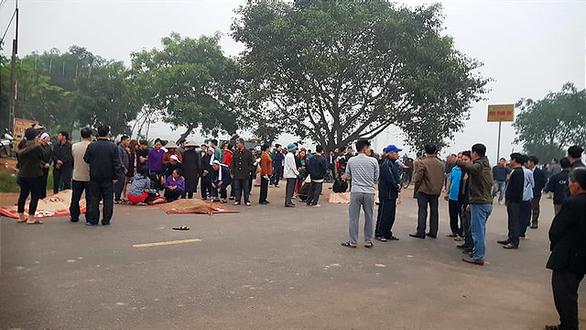 Tai nạn thảm khốc giữa xe khách và đoàn đưa tang: 7 người chết - Ảnh 9.