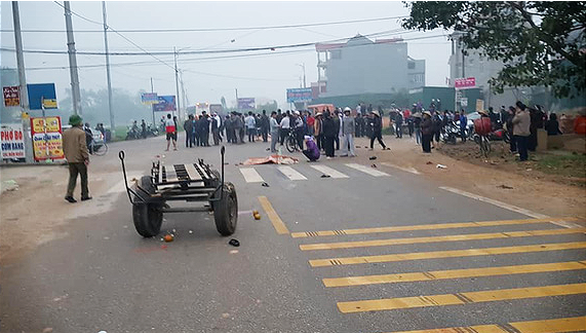 Tai nạn thảm khốc giữa xe khách và đoàn đưa tang: 7 người chết - Ảnh 1.