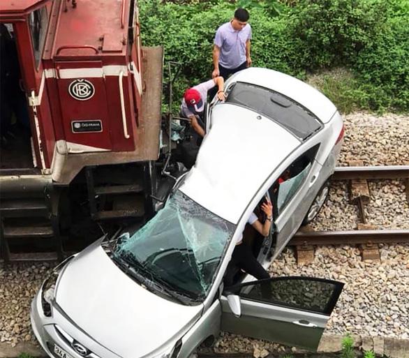 Ngành đường sắt chi ngàn tỉ ngăn tai nạn ở đường ngang, lối mở - Ảnh 2.