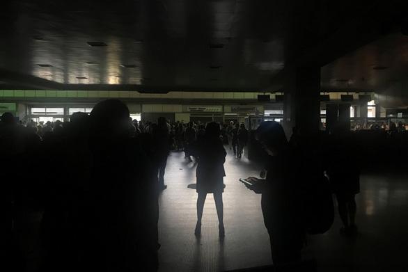 Lại cúp điện cả nước, Venezuela cho toàn dân nghỉ phép - Ảnh 1.