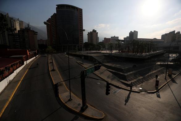 Lại cúp điện cả nước, Venezuela cho toàn dân nghỉ phép - Ảnh 2.