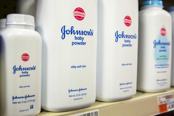 Johnson & Johnson đạt thoả thuận trong 4 vụ kiện về phấn rôm gây ung thư - Ảnh 1.