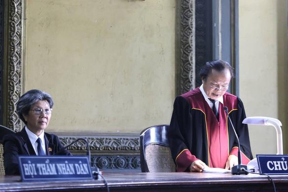 Vụ ly hôn ông chủ Trung Nguyên: Tòa gửi bản án và thông báo đọc nhầm án phí - Ảnh 1.